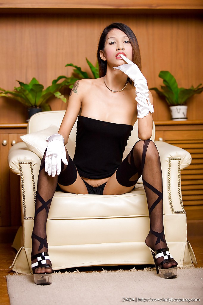 Tranny hot legs and highheels