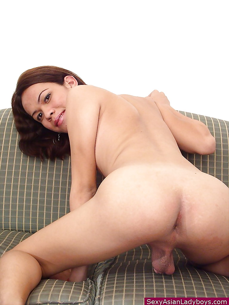 CHICAS LOCA - Hot lesbian sex in the locker room with Latinas Gala Brown &amp