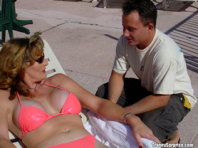 Mature Latina tranny Dana taking off her bikini and giving a blowjob